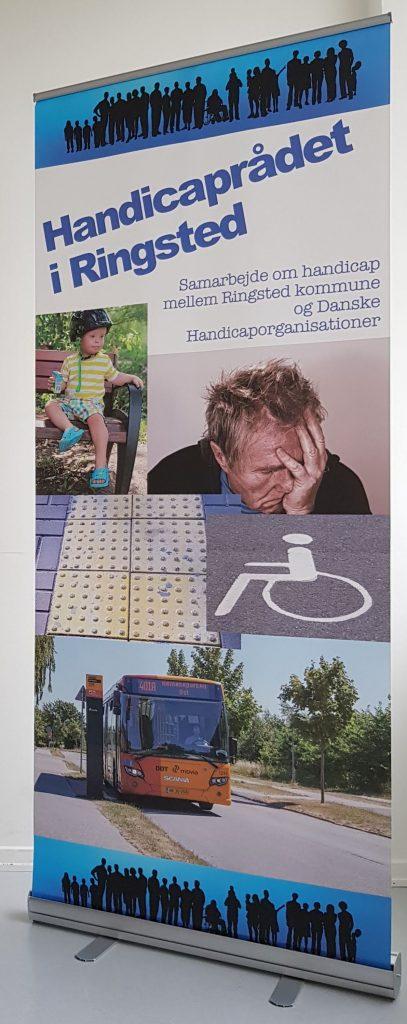 """Roll-up med teksten """"Handicaprådet i Ringsted"""" """"Samarbejde om handicap mellem Ringsted kommune og Danske Handicaporganisationer"""" En række fotos symboliserer nogle af de emner, der arbejdes med: børn, psykisk sårbarhed, tilgængelighed og kollektiv trafik."""